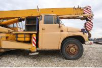 vehicle crane old 0025
